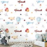 Vliegtuig en luchtballonnen behang babykamer