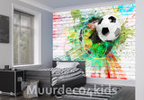 Voetbal op muur I Graffiti fotobehang