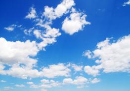 Witte wolken fotobehang